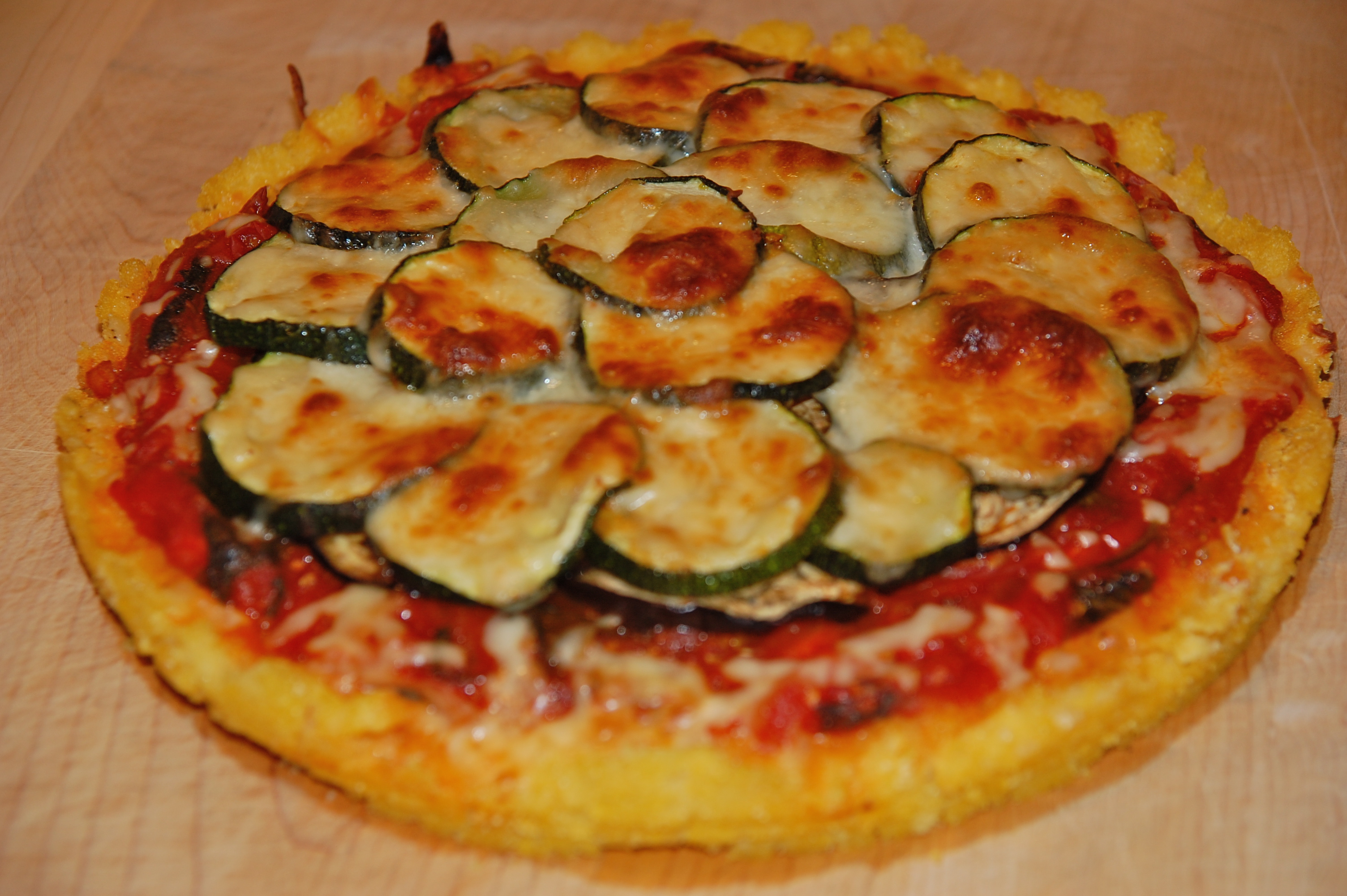 Healthy Polenta Deep Dish Pizza | jamelafamela